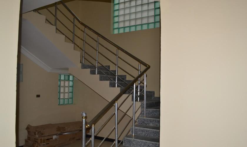 dr-ladi-lekki-property-stairs-840×500